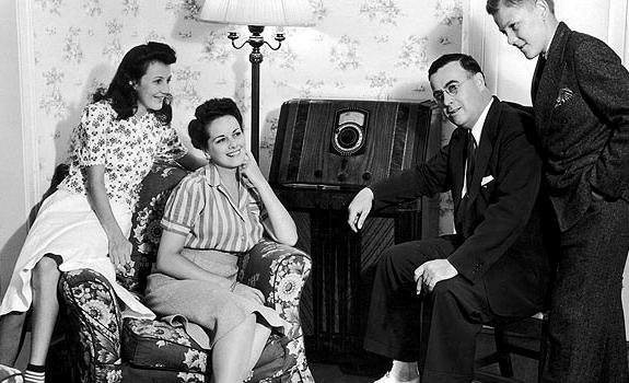 radio listening, radio audience, vintage radio, living room, women and men